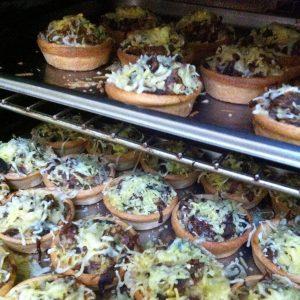 Warme borrelhapjes catering Amsterdam hartige taart mini quiche